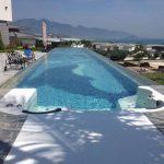 Skaidrus plastikinis stogas baseine